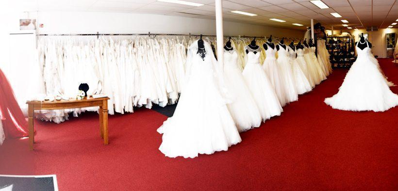 C'est Moi Bruidsmode voor Bruidsjurken, Trouwpakken, Bruidsmeisjes, Getuigen en Trouwerij Accessoires